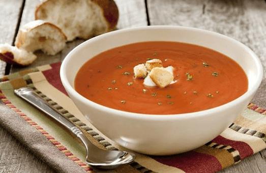 מרק עגבניות קליל וטעים